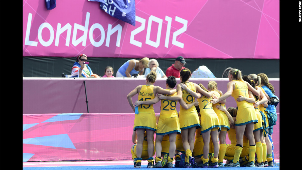 Australian women's field hockey players pose for fans after their 2-0 win over China.