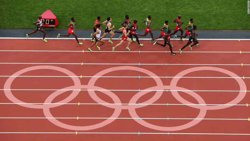 Athletes compete in the men's 5000-meter final.