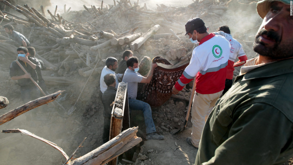 Iranian Red Crescent workers remove a victim of the earthquake on Sunday in the rubble of Bajeh Baj, a village located in the northwestern province of East Azerbaijan.