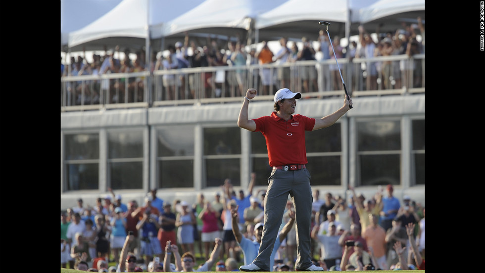 The crowd goes crazy as Rory McIlroy wins.