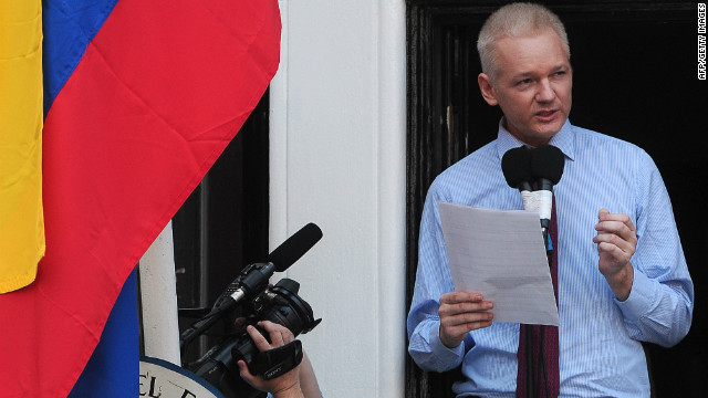 "Wikileaks founder Julian Assange addresses the media and his supporters from the balcony of the Ecuadorian Embassy in London on August 19, 2012. Julian Assange praised the ""courage"" shown by the South American nation's president for granting him asylum.  AFP PHOTO / CARL COURT        (Photo credit should read CARL COURT/AFP/GettyImages)"