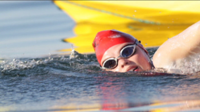 pkg 14 year old swims solo across lake ontario_00005211