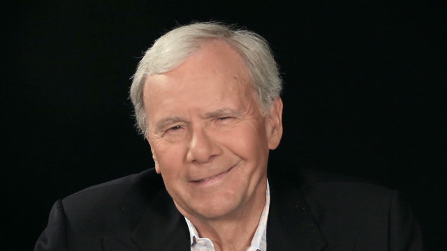 orig jtb red chair tom brokaw_00024206