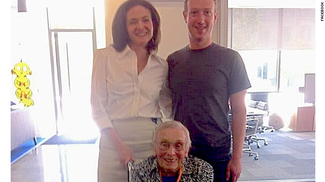 On Monday, Florence Detlor, 101, the oldest registered Facebook user, met COO Sheryl Sandberg and CEO Mark Zuckerberg.