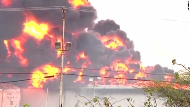 Venezuela struggles with refinery blaze