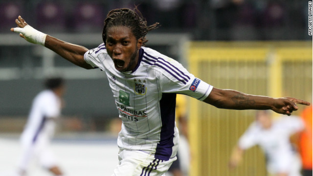 Dieumerci Mbokani celebrates his late equalizer for Anderlecht