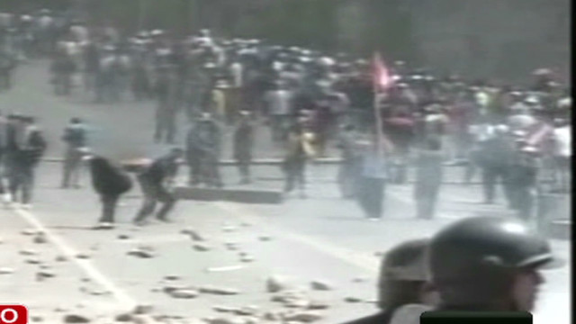 unama.peru.clashes.airport_00001627