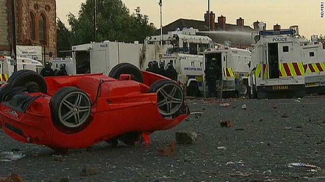 Violent clashes flare in Belfast
