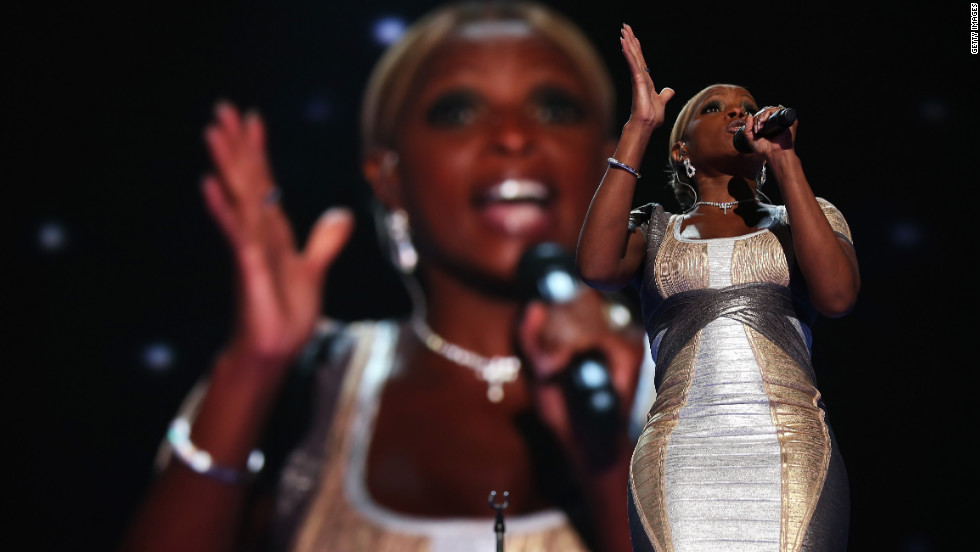 "Singer, songwriter, producer and actress Mary J. Blige performed Thursday, singing a a rendition of U2's ""One"" and lit up the Twitter-sphere when she quoted her song, ""Family Affair,"" ""Let's get it crunk for President Obama for four more years."""