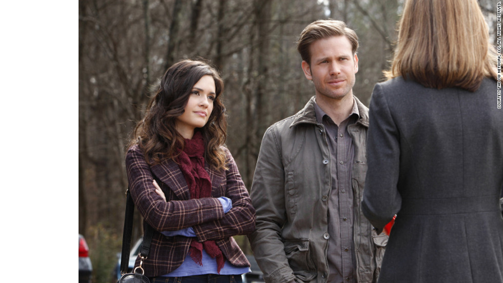 "Dr. Meredith Fell (Torrey DeVitto) and Alaric Saltzman (Matthew Davis) are two of the few adults on the series. Despite developing split personalities last season, Alaric's ""wardrobe stayed pretty much the same,"" Leverett said. Meanwhile, she said, Meredith is ""a no-nonsense kind of gal and we like to keep her wardrobe simple but pretty."""