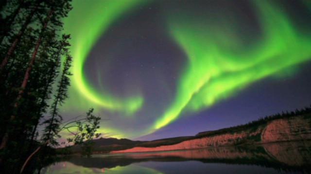 levs.solar.flare.causes.aurora_00001120
