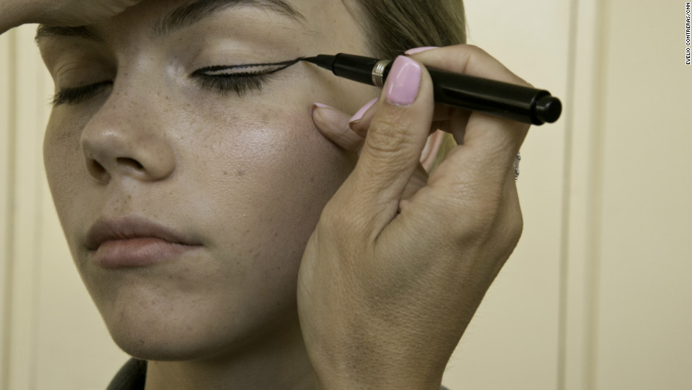 For the eyes: Achieve the look by drawing a thick upward wing, following the shape of the eye, with liquid liner. The eyelid stays matte and neutral.