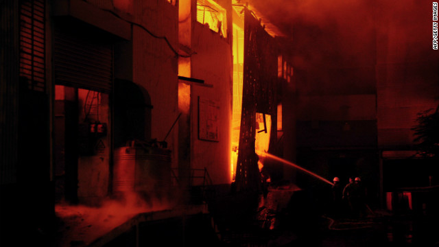 Factory blaze kills hundreds in Karachi