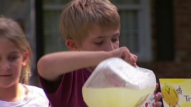dnt kids sell lemonade for moms memorial_00002515