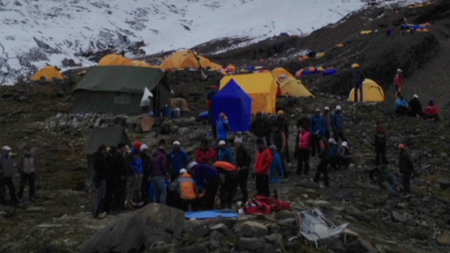 Avalanche strikes climbers in Nepal