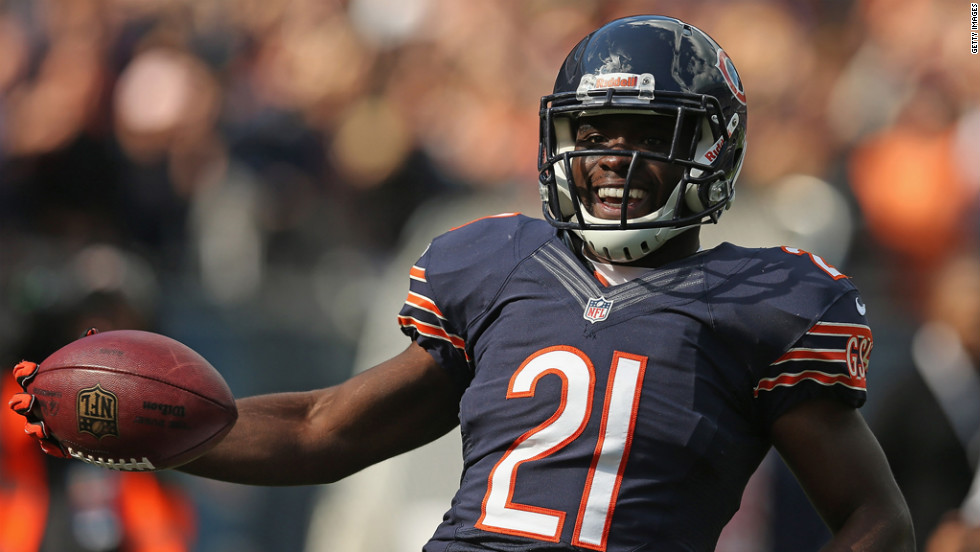 Major Wright of the Chicago Bears scores a touchdown after intercepting a pass Sunday against the St. Louis Rams.