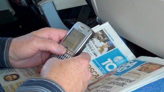 2012: FAA to rethink in-flight device rules