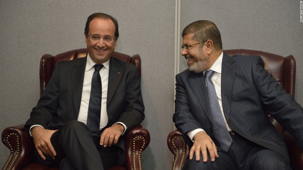 French President Francois Hollande, left, and his Egyptian counterpart, Mohamed Morsy, talk during a bilateral meeting on Tuesday, September 25.