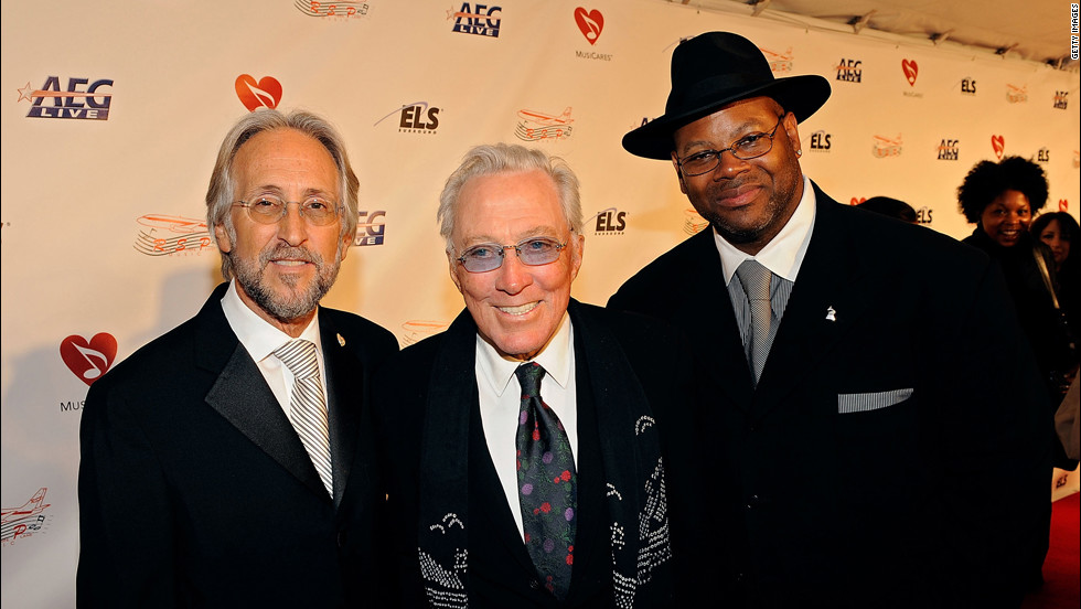 Williams with Neil Portnow, left, president of the National Academy of Recording Arts and Sciences, and producer-songwriter Jimmy Jam at the 2009 MusiCares Person of the Year tribute to Neil Diamond in Los Angeles.