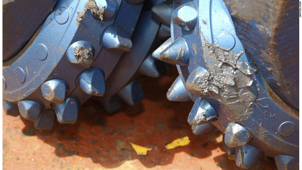 Drilling through very hard rocks means that each drill only has a lifespan, lasting between 50-60 hours before needing to be replaced.