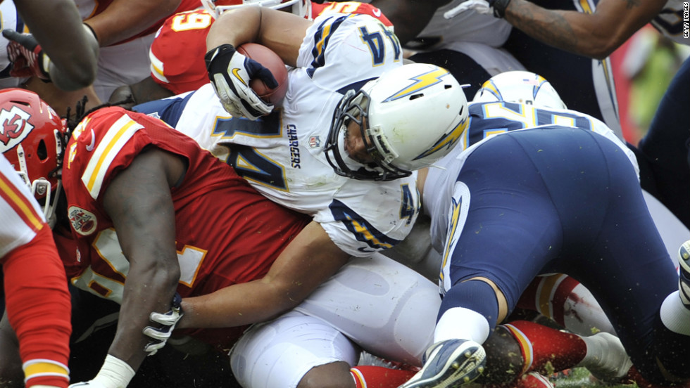 Jackie Battle of the San Diego Chargers reaches over the goal line for a touchdown against the Kansas City Chiefs on Sunday.