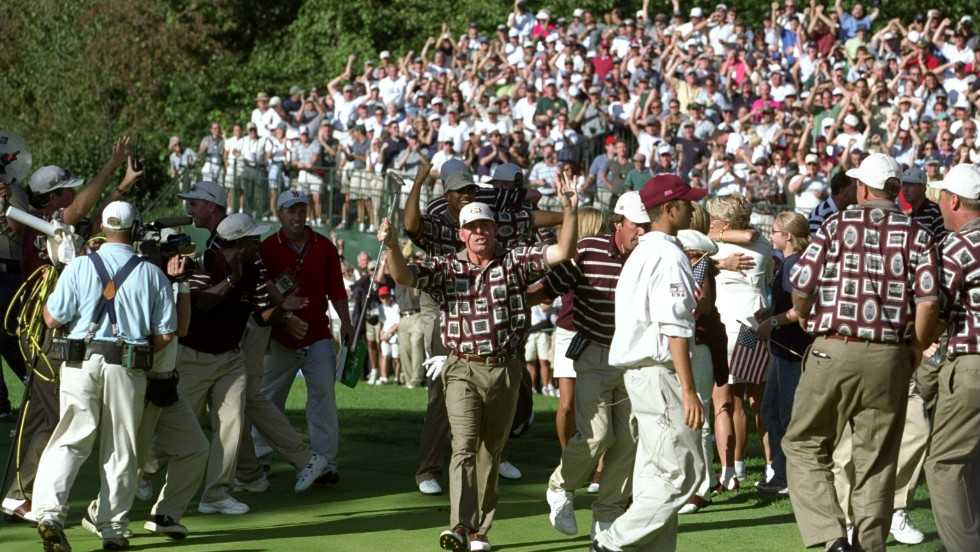 Europe's victory echoed the 1999 Ryder Cup, where the U.S. also came from 10-6 down to win 14½ - 13½. The 'Battle of Brookline' was bathed in controversy as U.S. players stormed the 17th green in celebration at s crucial Justin Leonard putt. Golfing etiquette had been broken as Leonard's opponent, Jose Maria Olazabal, could still have squared their match.