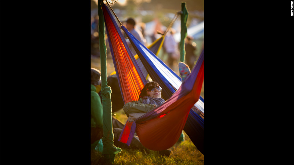 Replace beds with hammocks for the best sleep ever, several users said.