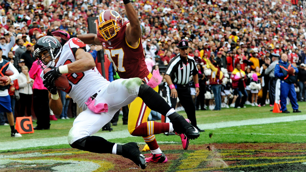 Tony Gonzalez of the Falcons catches a pass for a touchdown in the second quarter against the Redskins.