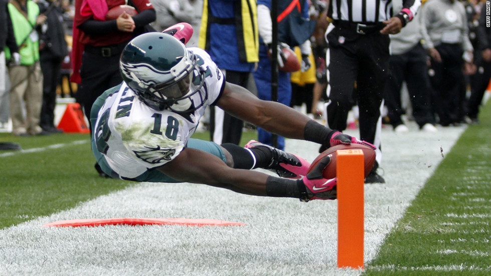 Jeremy Maclin of the Philadelphia Eagles steps out of bounds short of the end zone Sunday.