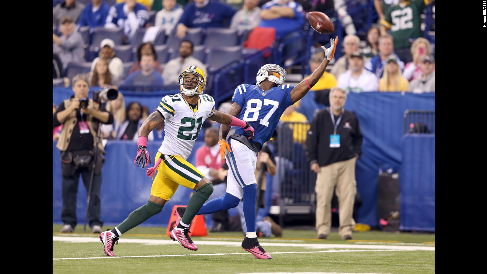 Reggie Wayne of the Colts makes a one-handed catch Sunday against the Packers.