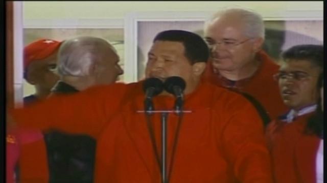 venezuela.chavez.crowd.chants_00010416