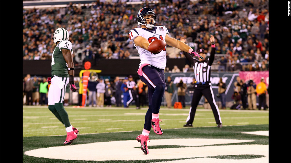 Owen Daniels of the Texans celebrates his 34-yard touchdown reception in the first quarter Monday.