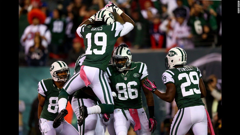 No. 86 Jeff Cumberland of the New York Jets celebrates with his teammates after a 27-yard touchdown reception.