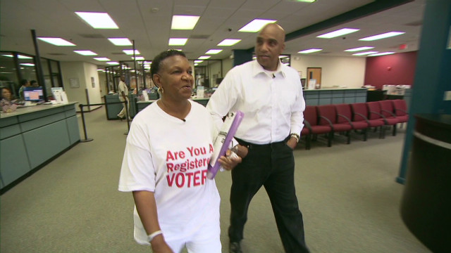Civil rights trailblazer promotes voting