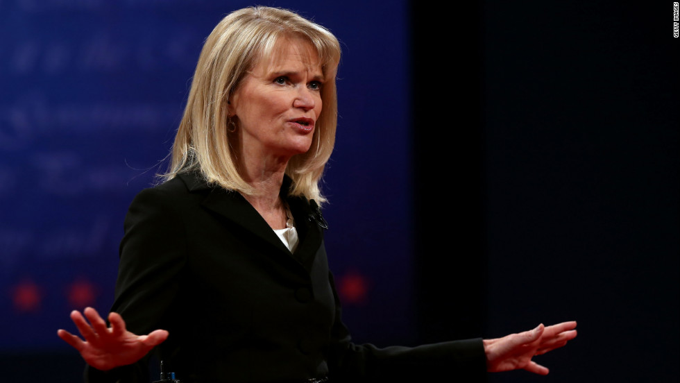 Debate moderator Martha Raddatz speaks to the crowd prior to the start of the vice presidential Debate.