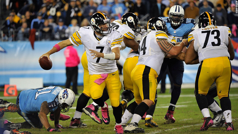 Steelers quarterback Ben Roethlisberger scrambles out of the pocket against the Titans.