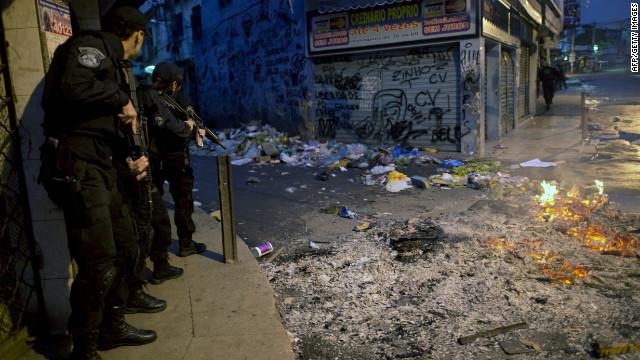Police raid Rio shantytowns