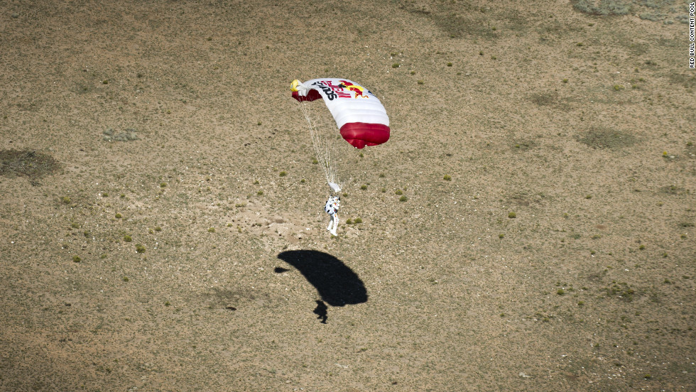 Baumgartner safely lands in southeastern New Mexico on Sunday.