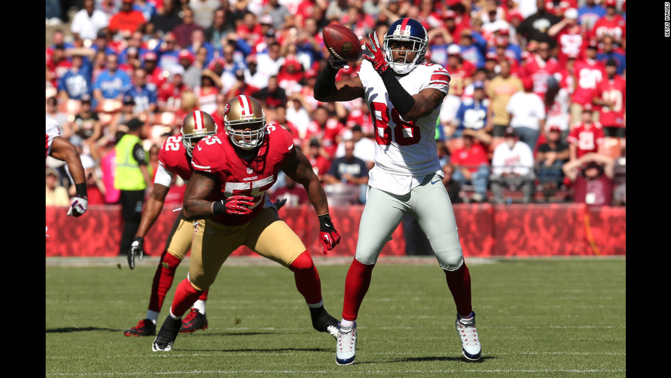 Hakeem Nicks of the Giants makes a catch Sunday against the 49ers.