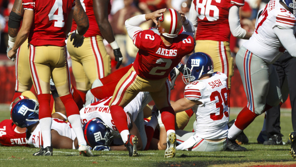 Kicker David Akers of the 49ers reacts after missing a 52-yard field goal attempt at the end of the second quarter against the Giants.