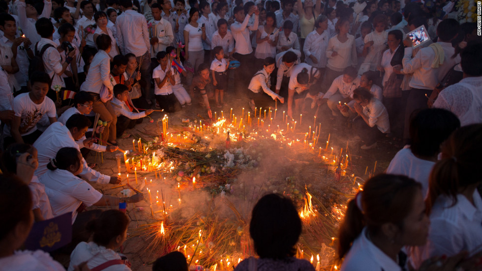 Mourners burn incense and offer prayers at the Royal Palace on Wednesday.