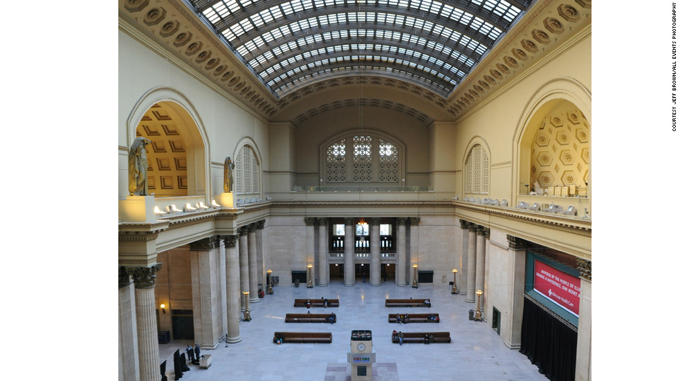 Designed by architect Daniel Burnham, the station opened in 1925. One highlight is a 219-foot, barrel-vaulted skylight.