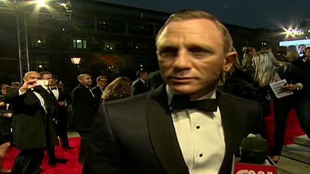 qmb curry on red carpet for bond premiere_00012508