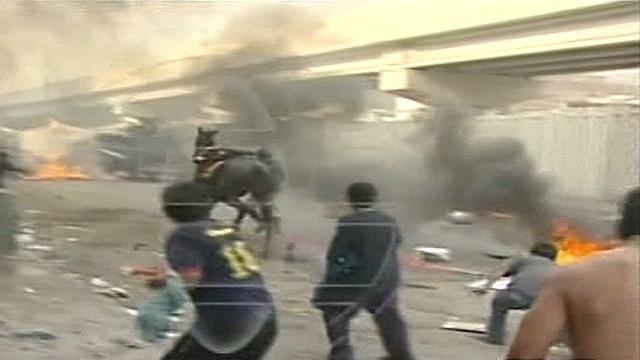 cnne.belaunde.peru.market.clashes_00005713