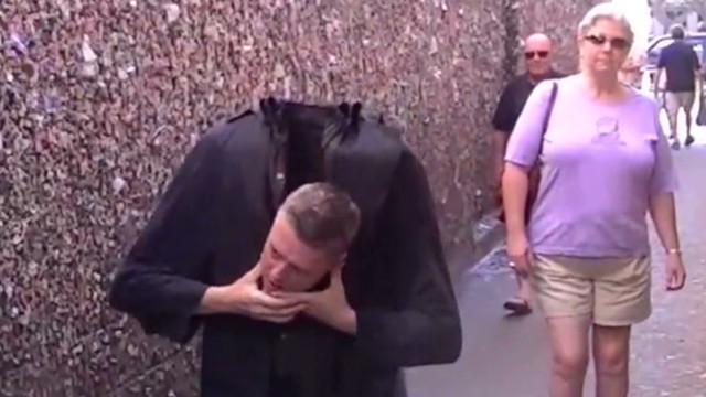 orig distraction headless halloween prank_00003618