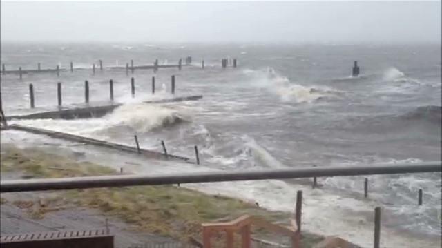 sandy vo irpt new york waves crashing_00001122