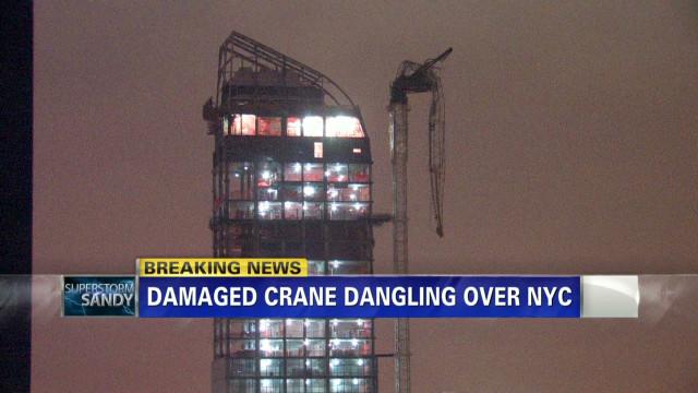 pmt crane suspended over midtown nyc_00001103