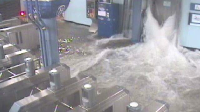 Sandy floods NYC, New Jersey subways