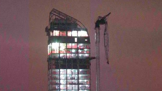 ac fixing dangling crane _00000217