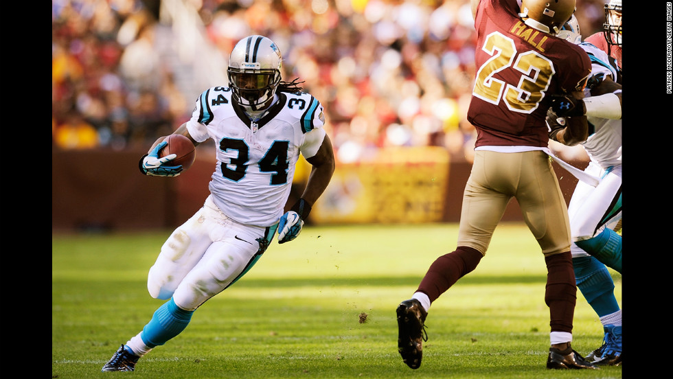 DeAngelo Williams of the Panthers runs for a touchdown against the Redskins on Sunday.